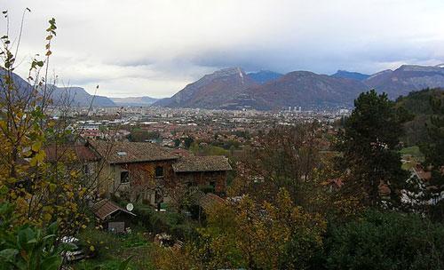 Vue panoramique de la ville de Bresson (38320)